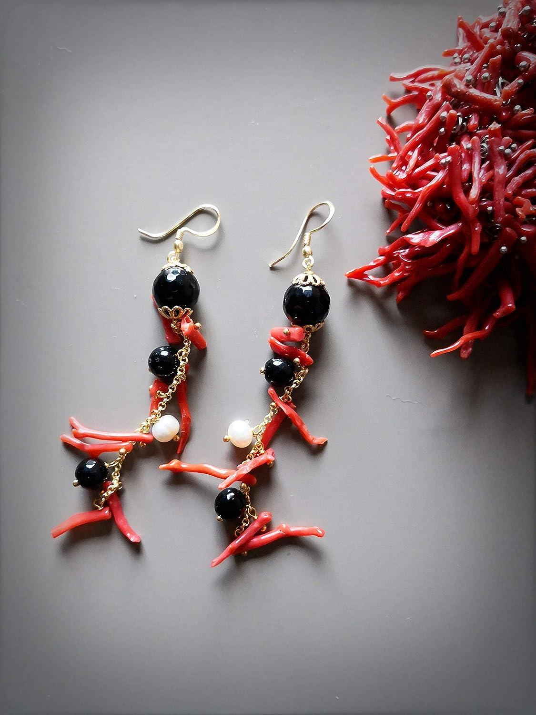Orecchini grappolo con Onice e Corallo rosso