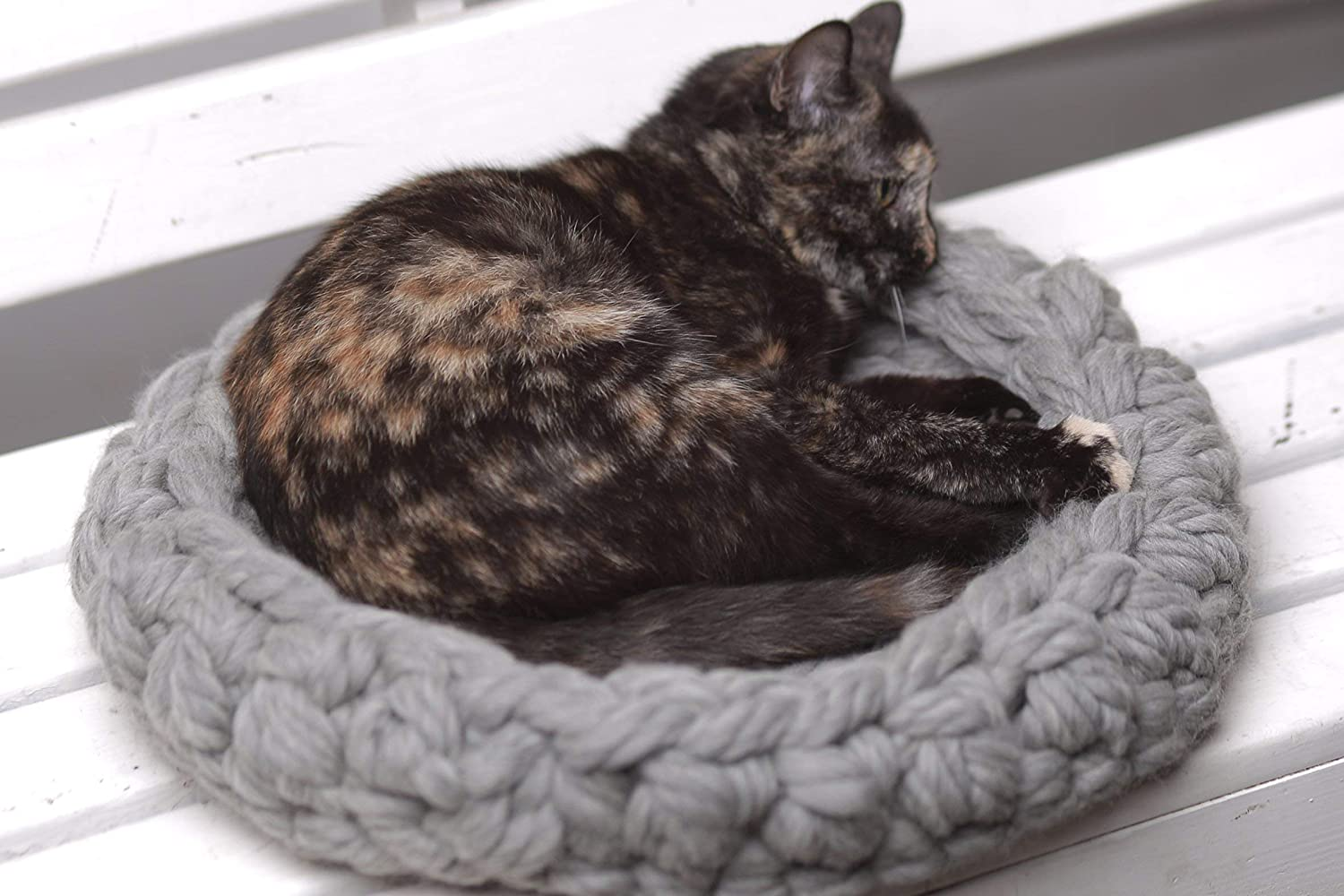 Cat bed, Chunky cat bed, Pet supplies, Pet bed, Cat bedding, Chunky pet bed, Cats, Chunky yarn, Cat furniture, Pets bed, Knit pet bed, Knitted pet bed, 4 colors
