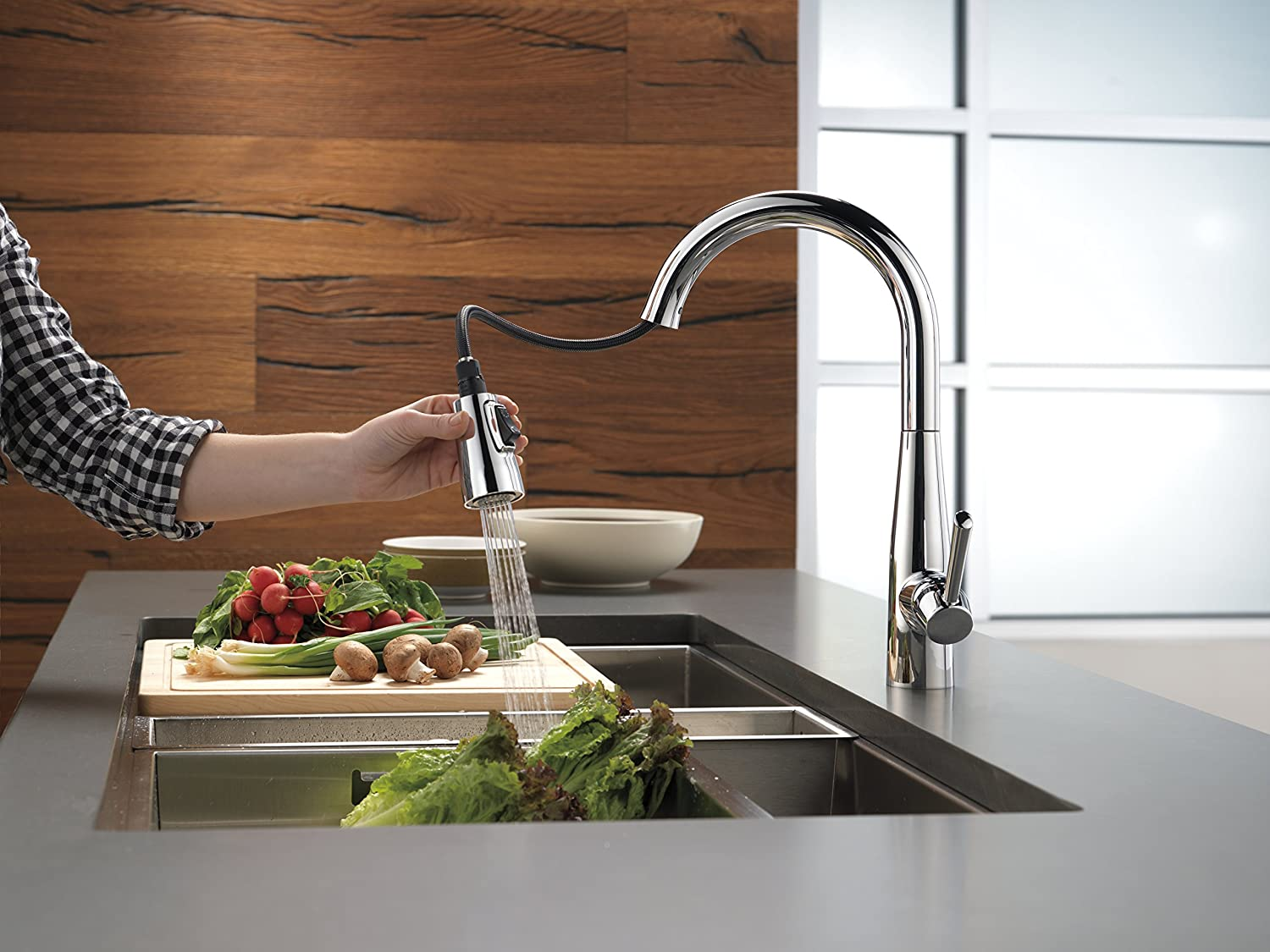 Delta 9113-DST Essa Single-Handle Pull-Down Kitchen Faucet with ...