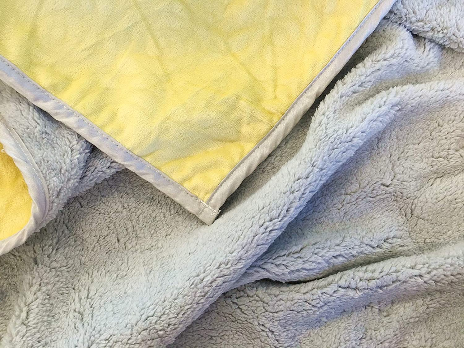 Comfortable /& Warm 40 X 30 Cozy Best Gift for Baby Boy Baby Girl Cute Flower Pattern 2-Ply Yellow Danica Super Soft Coral Fleece Reversible Baby Blanket
