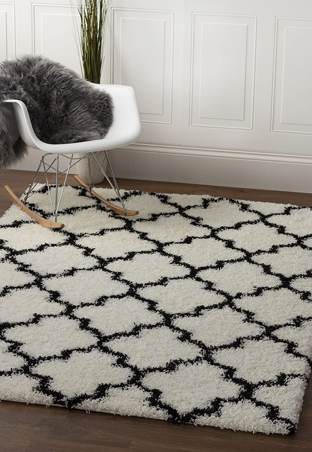 "Soft & Plush Geometric Trellis Shag Rug For Bedroom | Living Room | Entryway 3' 3"" X 5' 1"", White & Black by Super Area Rugs"