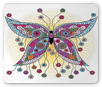 Cojín de ratón de la mariposa, figura étnica de la polilla con las floraciones florales de la primavera de la fantasía en la imagen soleada del ...