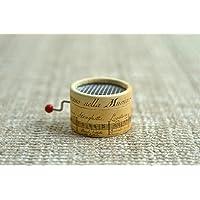 Caja de música * La Vie en Rose *. Estampado de pentagrama antiguo. Mecanismo musical de manivela. Regalo ideal para amantes de la música. Especial día de los enamorados (San Valentín)