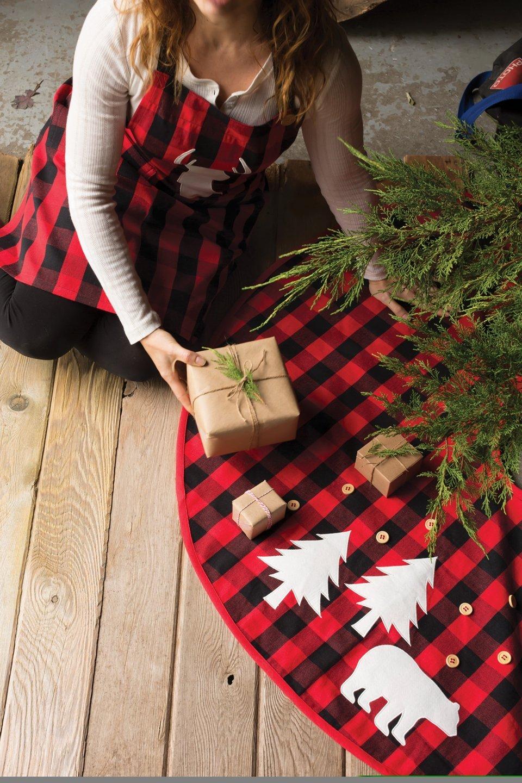 Now Designs 3016001 Tree Skirt Buffalo Check Bear