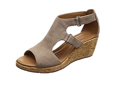01cc3d2bc9f9 Clarks Women s Un Plaza Ankle Strap Sandals  Amazon.co.uk  Shoes   Bags