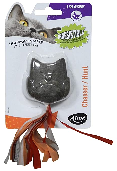 Aime juguete búho en hierba con gato comprimido para gato