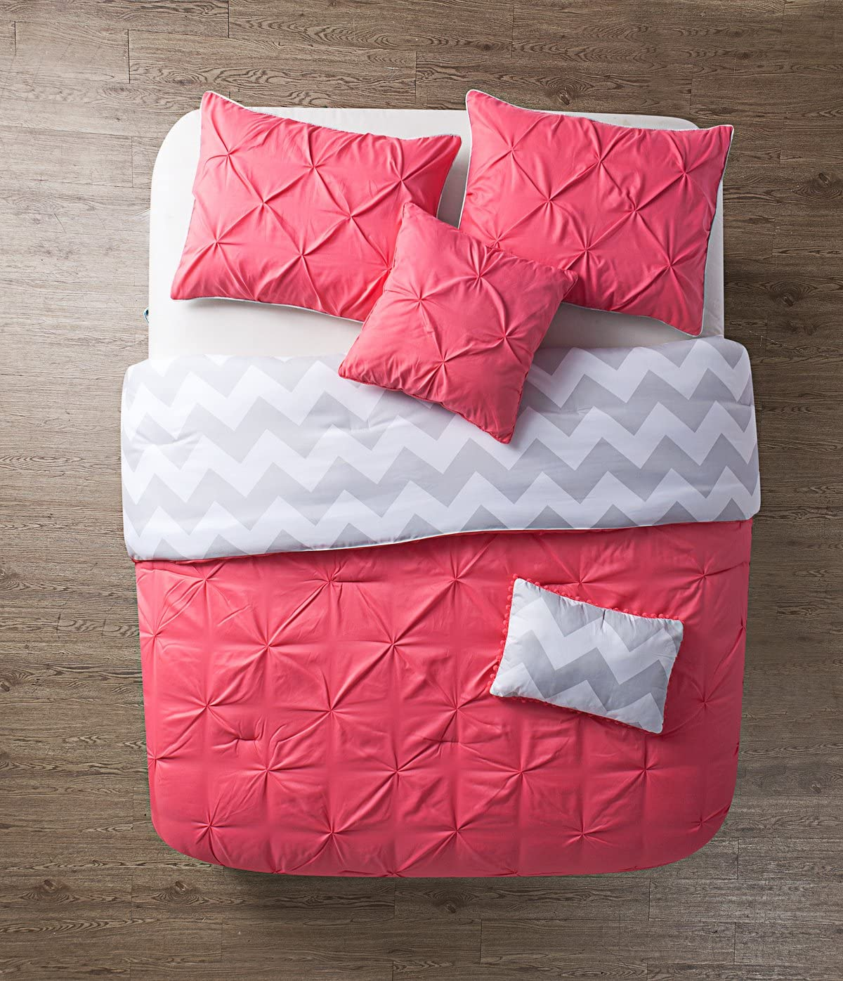 Amazon Com Vcny 5 Piece Jana Reversible Comforter Set Full Queen Coral Home Kitchen