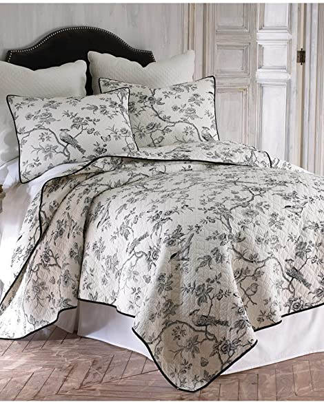 Amazon.com: Black Toile on Creamy White 3 Piece King Size Quilt ... : king size quilt - Adamdwight.com