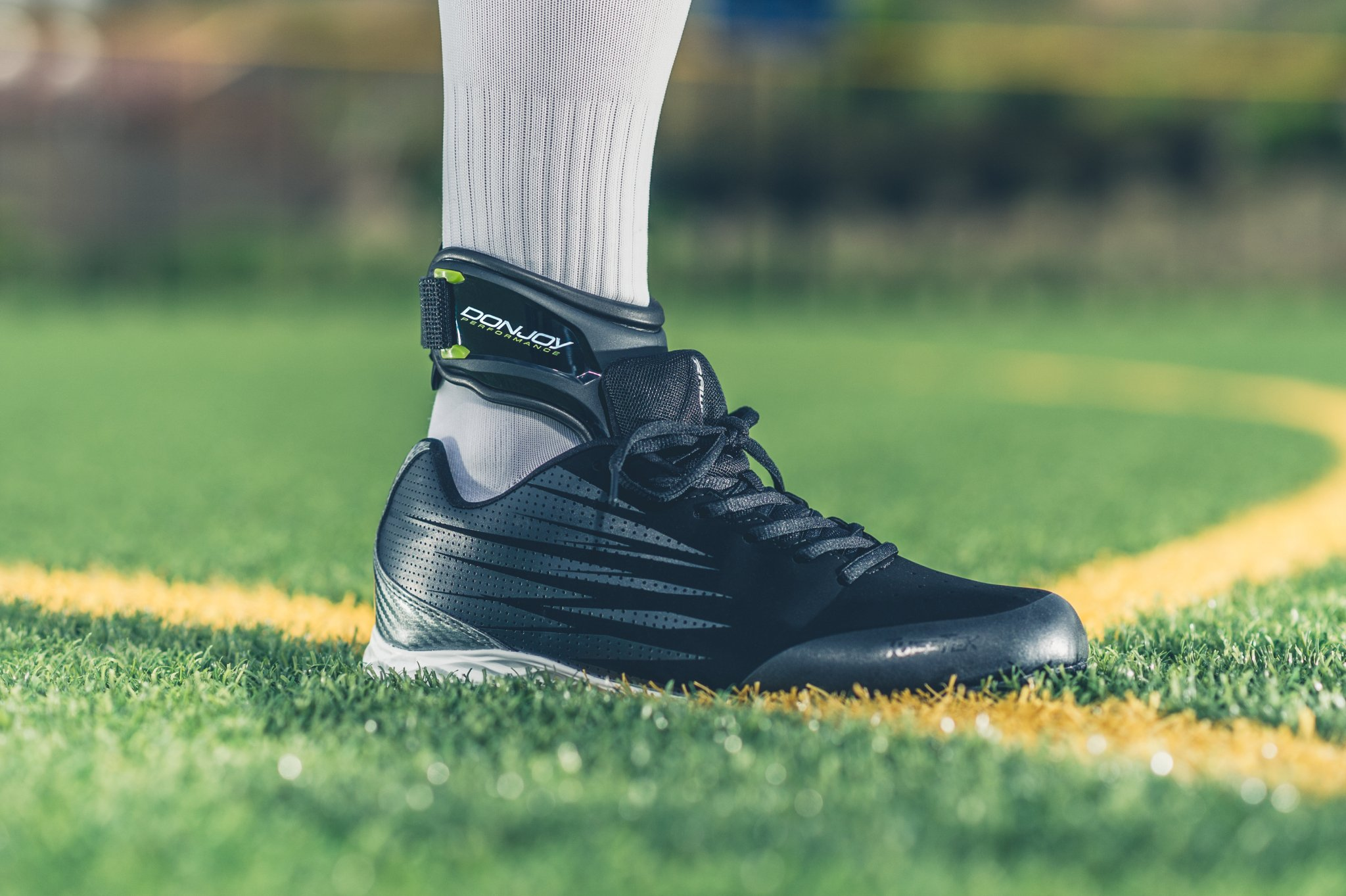 DonJoy Performance POD Ankle Brace, Best Support for Stability, Ankle Sprain, Roll, Strains for Football, Soccer, Basketball, Lacrosse, Volleyball -Medium- Right - Black by DonJoy Performance (Image #11)