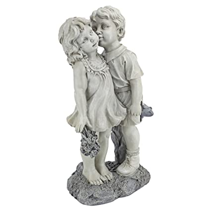 Etonnant Design Toscano Young Sweethearts Kissing Children Garden Statue