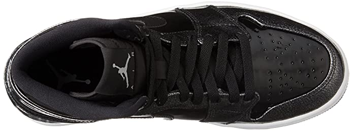 watch 3490d b93ea Amazon.com   Jordan Air 1 Retro High   Basketball