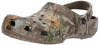 713032305fa78 Crocs Classic Realtree Edge Clog, Walnut, 6 US Men/ 8 US Women M