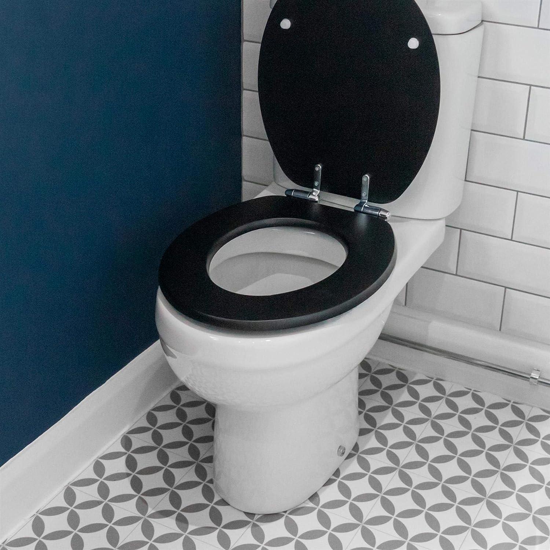 Bianco scanalato Legno con attacchi cromati Harbour Housewares Tavoletta WC a Chiusura rallentata