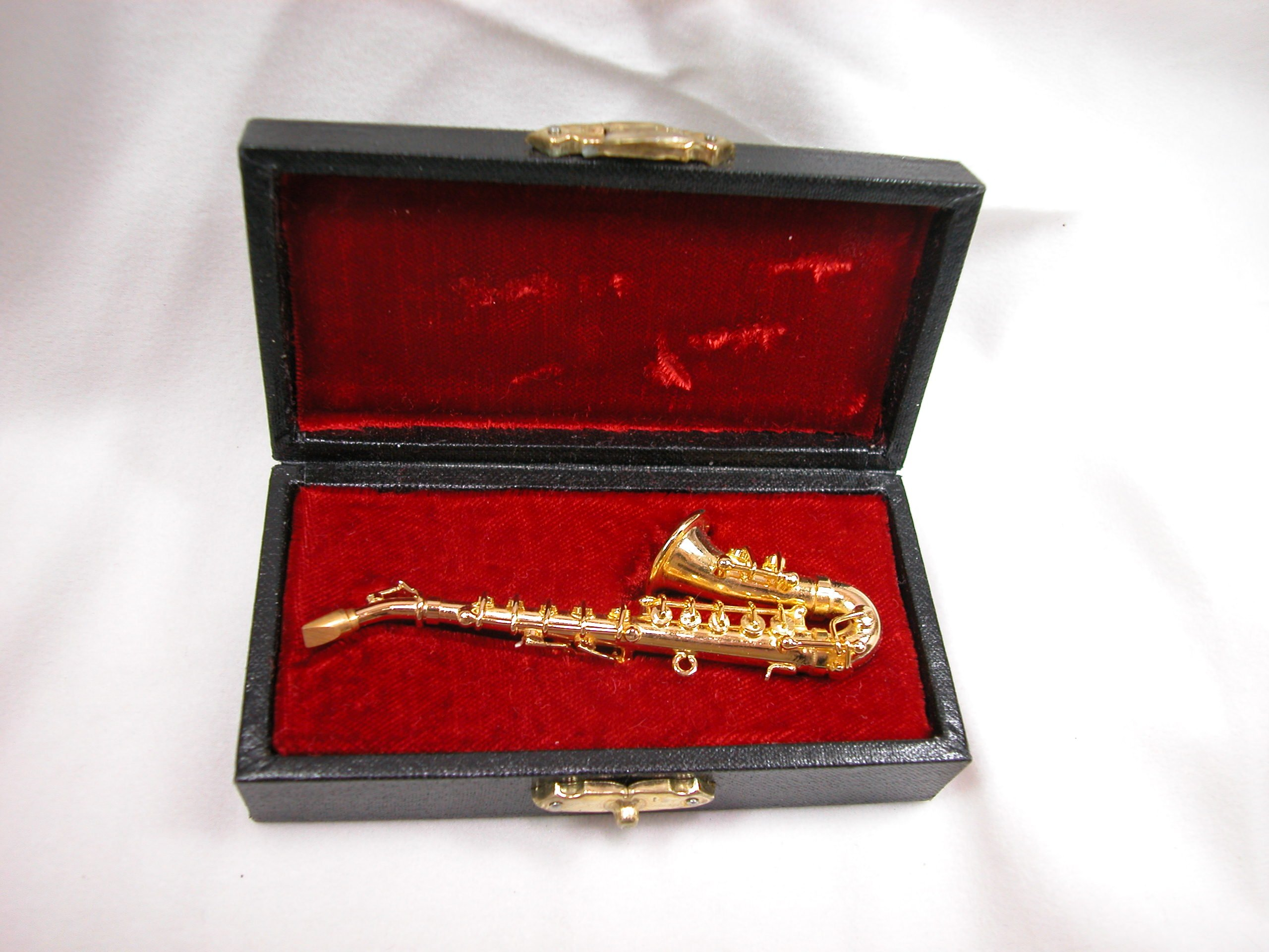 Dollhouse Miniature Music Medium Saxophone w/Case #Z207