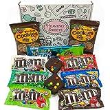 Confezione Media di Snack Americani M&M's | Caramelle e Cioccolato per Idea Regalo di Natale e Compleanno | Vasta Gamma tra cui M&M Burro di Arachidi, M&M la Menta | Confezione Vintage di Cartone