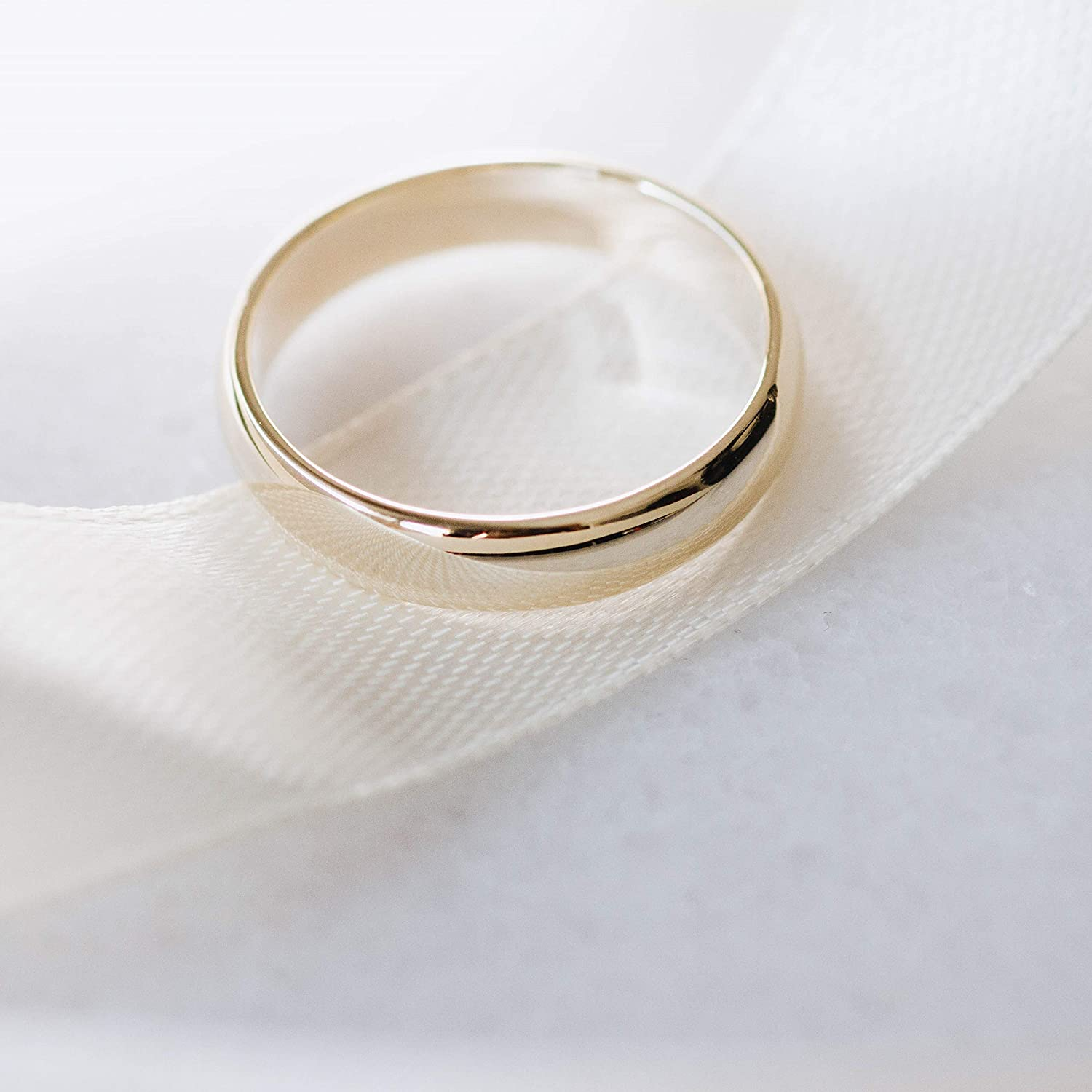 This is a graphic of Amazon.com: Wedding Band Simple 46K Gold Couples His And Her Men