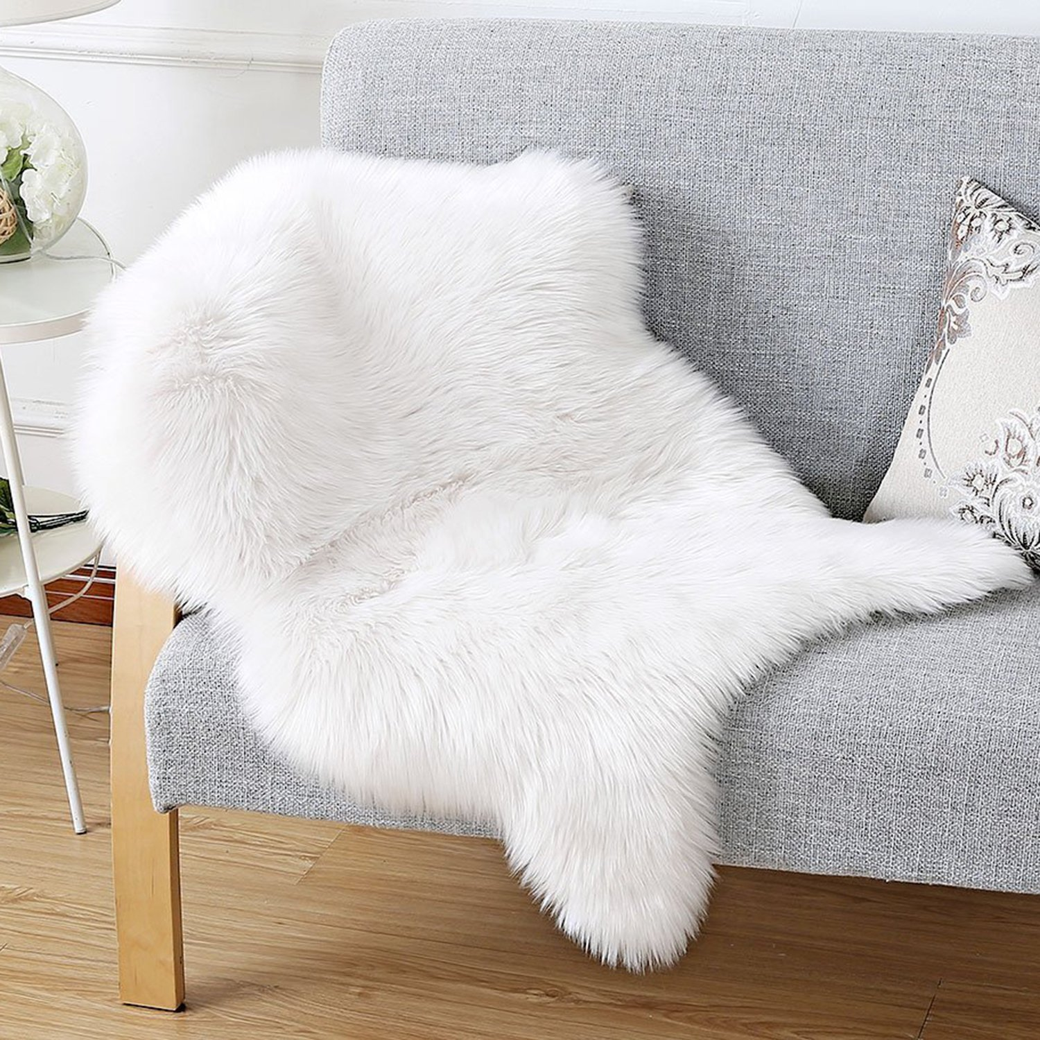 HAOCOO Faux Fur Rug White Shag Fuzzy Fluffy Sheepskin Kids Carpet with Super Fluffy Thick,Used As An Area Rug in Bedroom,Living Room Or Across Your Armchair Or Couch. 2ft. x 3ft. (Ivory White)
