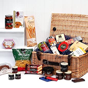 Luxury Traditional Wicker Hamper With 25 Gourmet Food Items