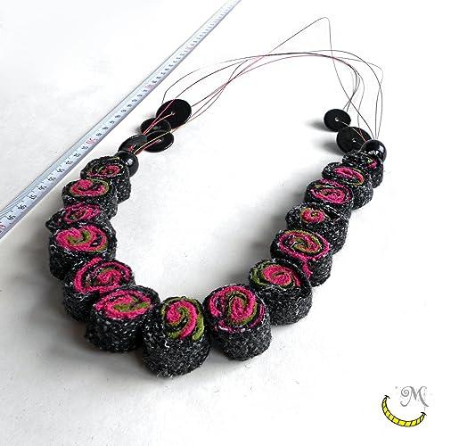 selezione premium 27dbd 97b18 Collana di stoffa riciclata con perline di plastica e fili ...