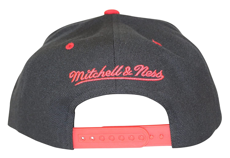newest 047b7 d1d73 ... amazon mitchell ness mens nba xl rubber weld logo snapback cap chicago  bulls black at amazon