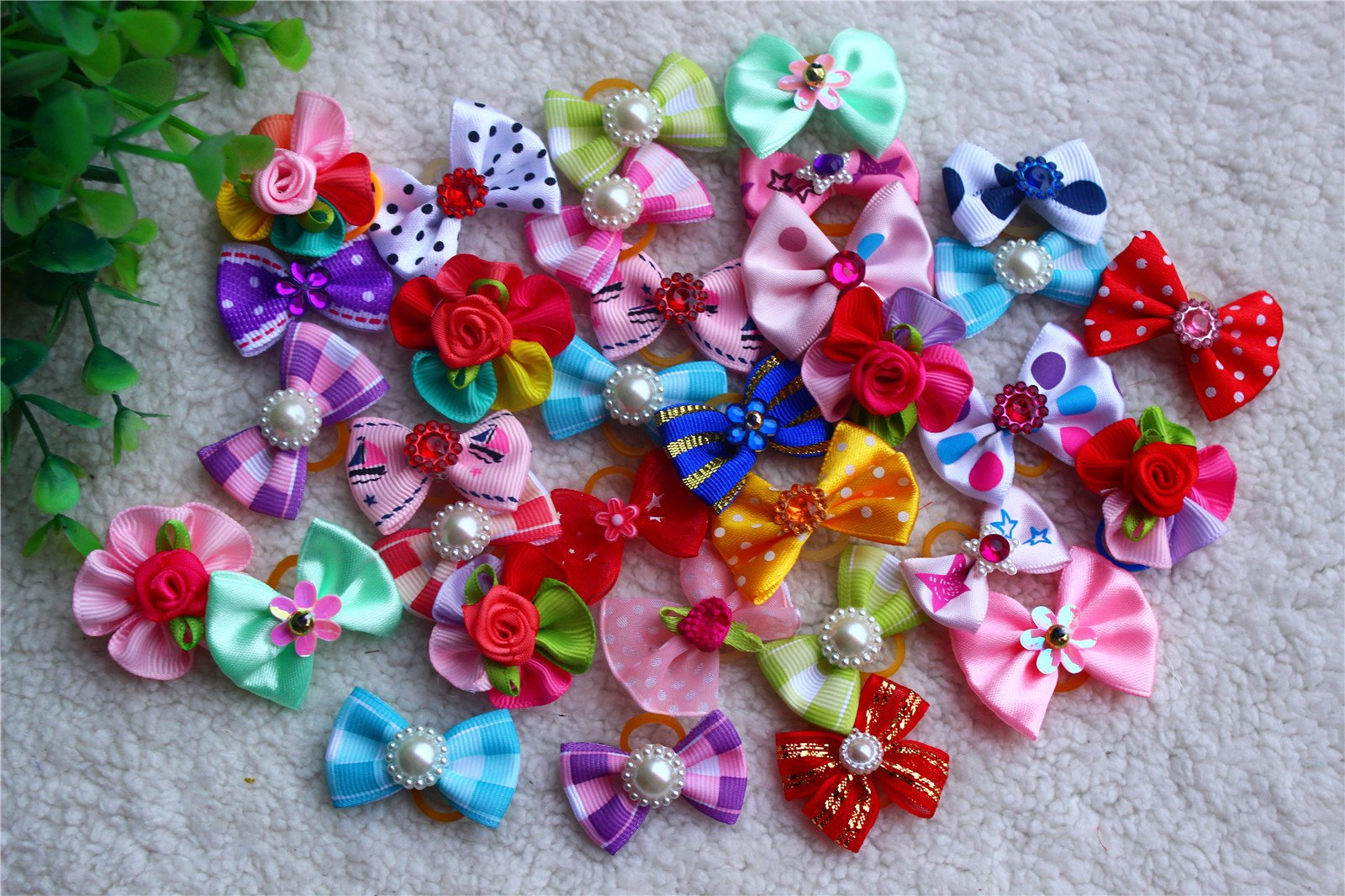 Cute New Dog Hair Bows Mix Designs Rhinestone Pearls Styles Dog Bows Pet Grooming Products Mix Colors Pet Hair Bows Topknot Rubber Bands 100pcs- Pack