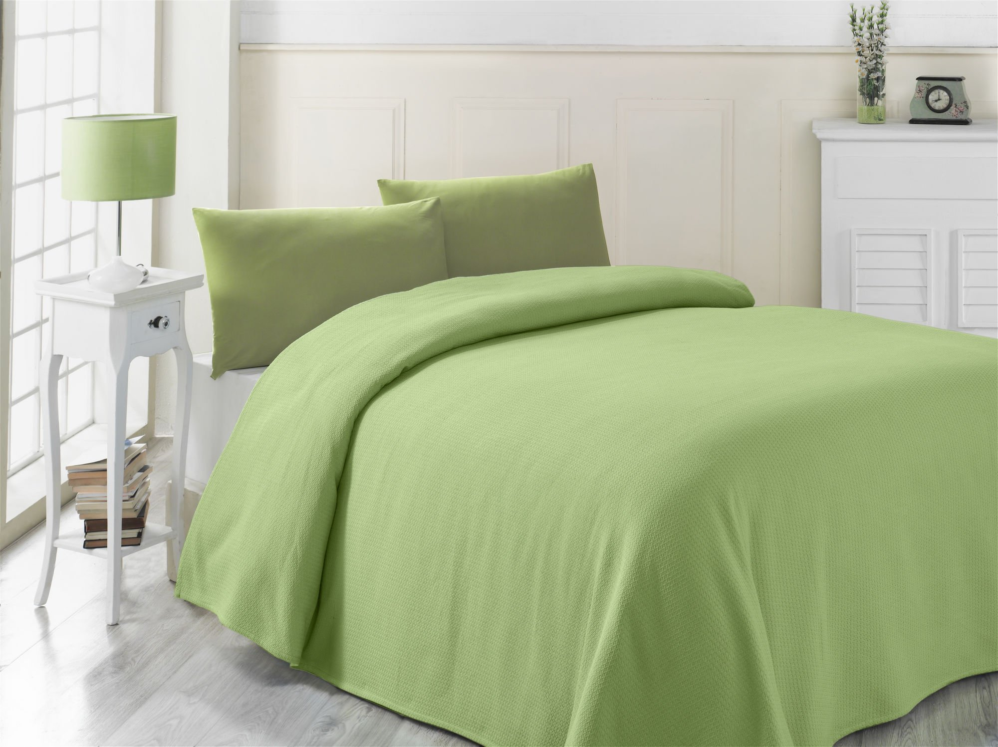 LaModaHome Colors Coverlet, 100% Cotton - Plain Green, One Colored, Straight, Formless - Size (63'' x 90.6'') for Single Bed