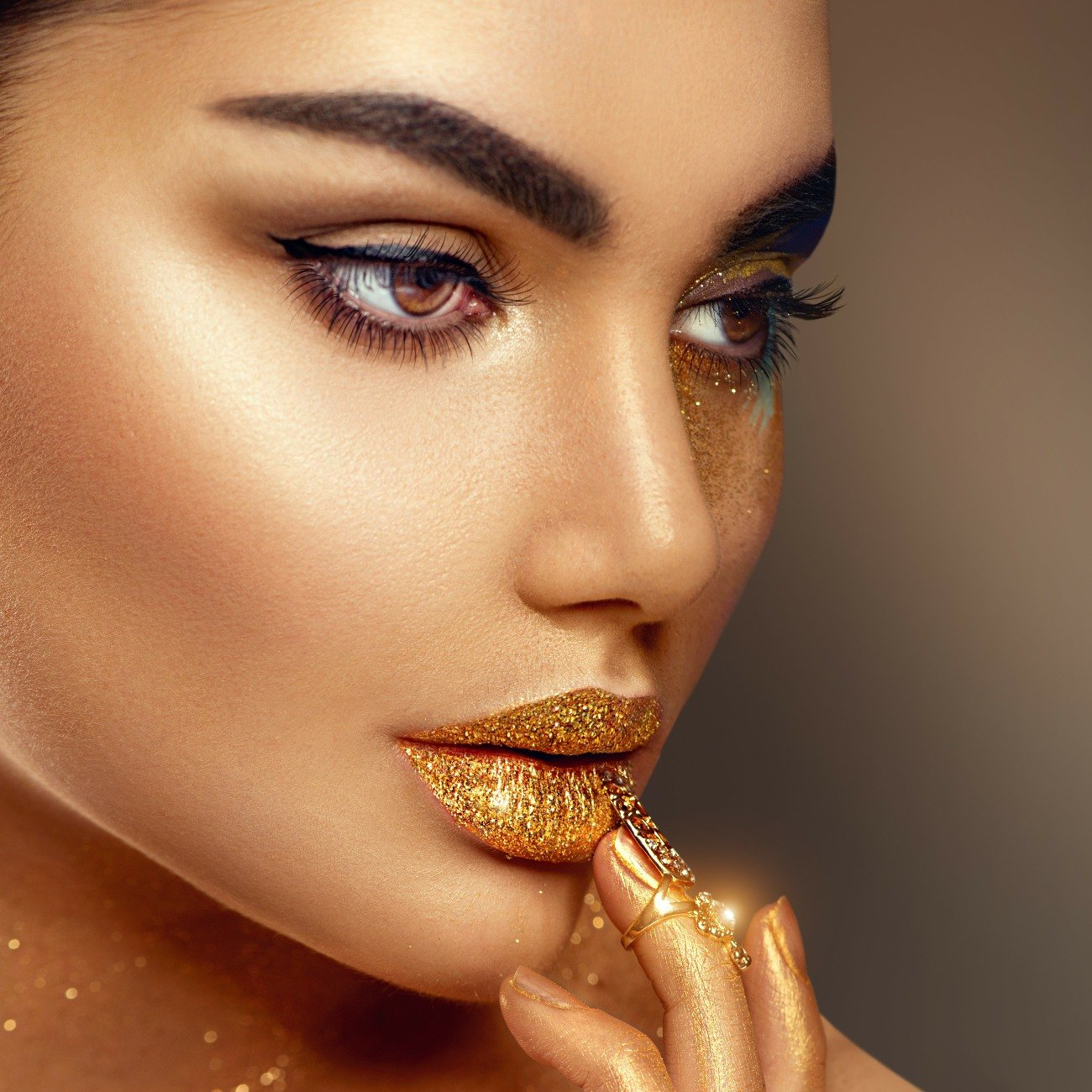 GOLDEN SHIMMER HOLOGRAPHIC FACE AND BODY GLITTER [ Great for Parties, Festivals, Raves, Celebrations, Concerts ] Easy Application No Waste or Mess - Vegan and Cruelty Free - Made in the USA by Black Bamboo (Image #4)