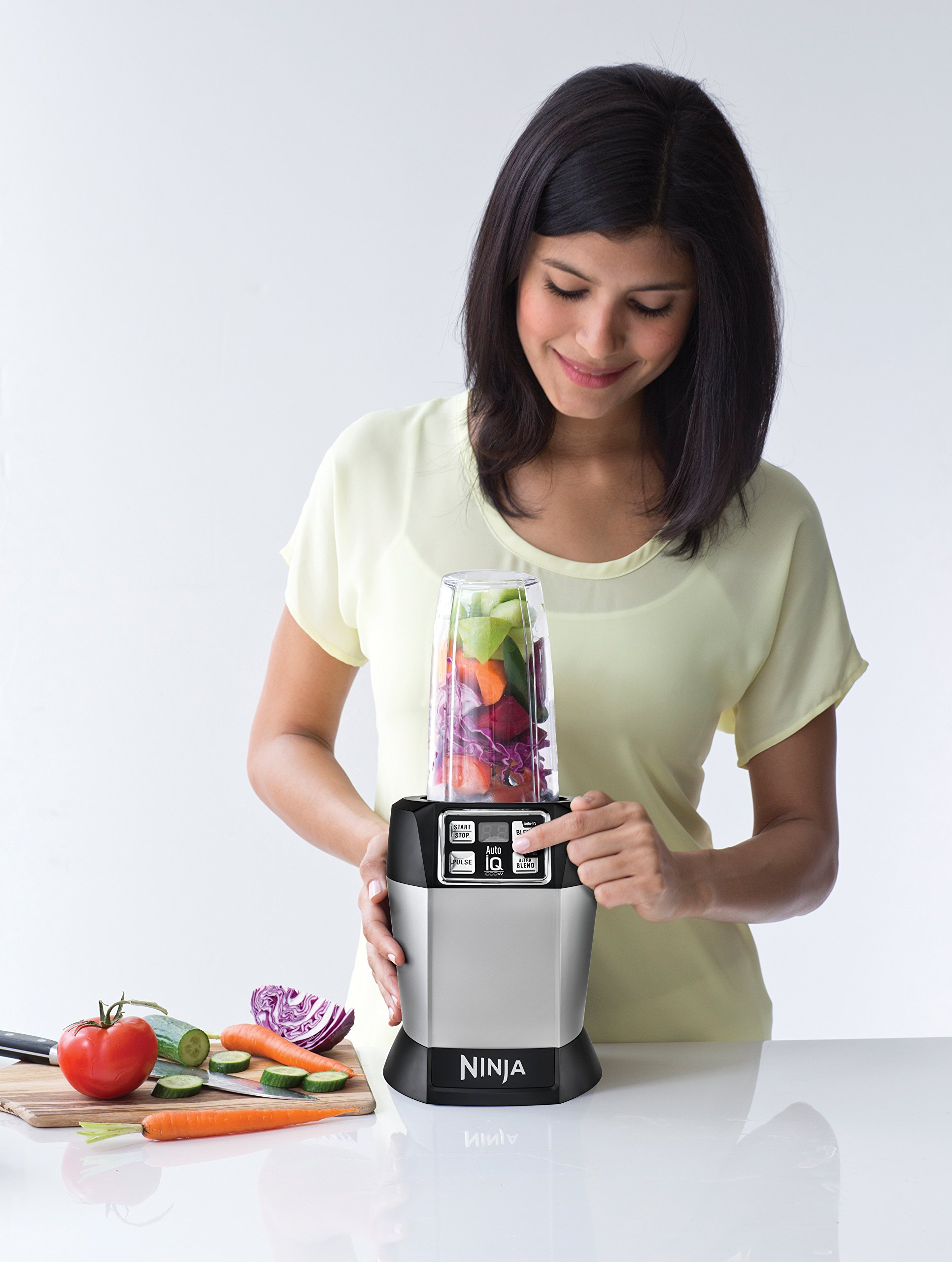 Nutri Ninja Personal Blender with 1000-Watt Auto-iQ Base to Extract Nutrients for Smoothies, Juices and Shakes and 18, 24, and 32-Ounce Cups (BL482) by SharkNinja (Image #2)