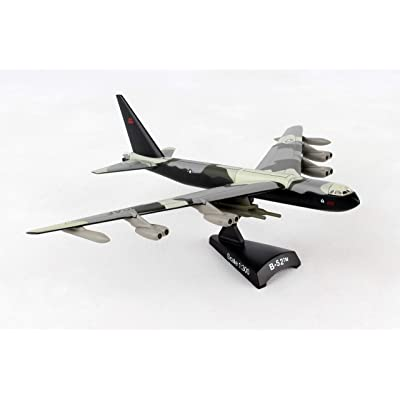 Daron Worldwide Trading B-52 Stratofortress Vehicle (1:300 Scale): Toys & Games