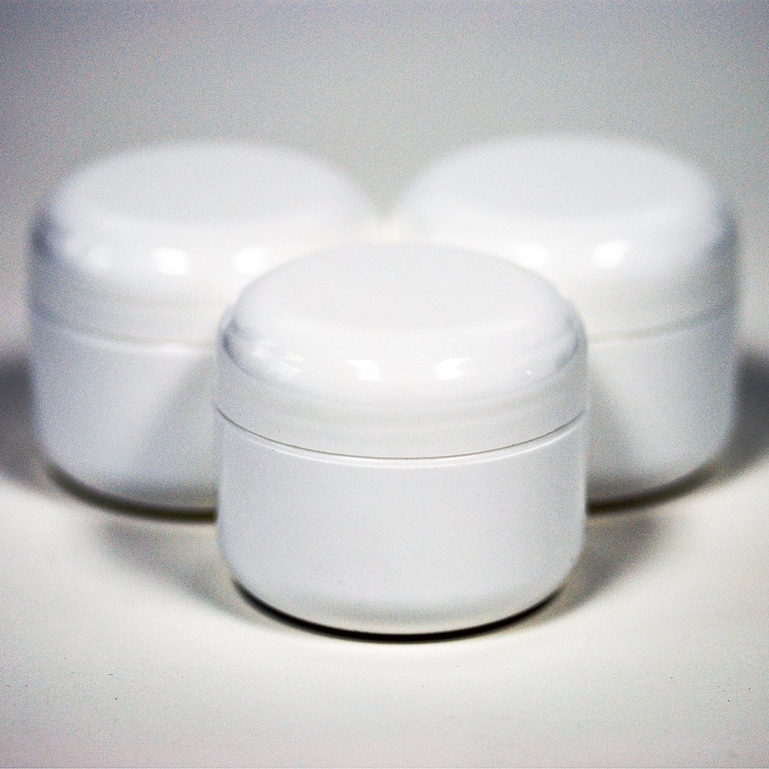 1 Oz White Double Wall Plastic Jar with Dome Lid 12 Per Bag with Free Daybeauty Skincare Sample