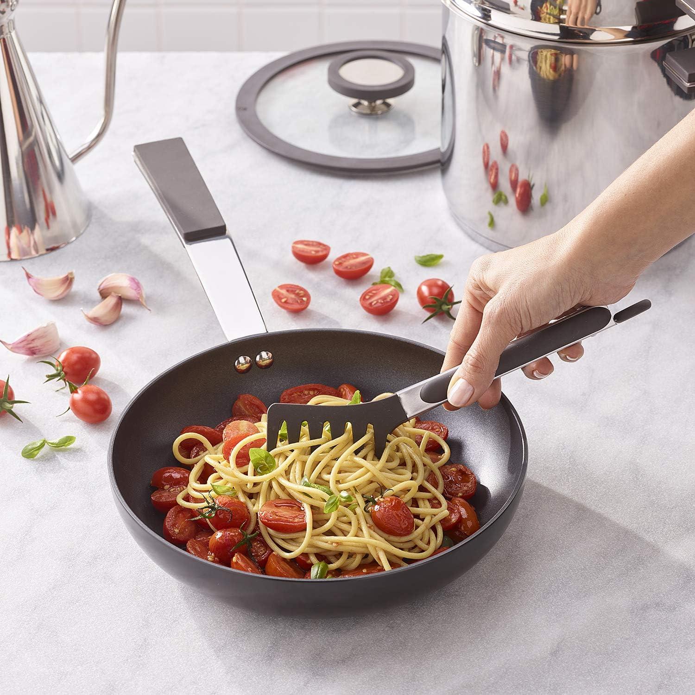 Pinza in acciaio inox e silicone - I 7 migliori utensili da cucina su Amazon - SaluteCosmetica