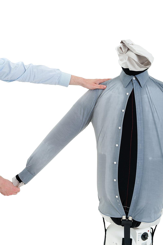 Ein Hemdenbügler mit einem Hemd bestückt