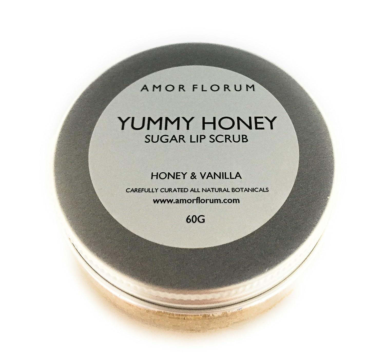 GOMMAGE AU SUCRE POUR LES LÈVRES - avec MIEL & VANILLE et HUILE DE JOJOBA & VITAMINE E - 60g - par AMOR FLORUM. Ce délicieux gommage au sucre naturel avec du miel et de la vanille exfolie et polit les lèvres, tandis que la vitamine E et l'huile de