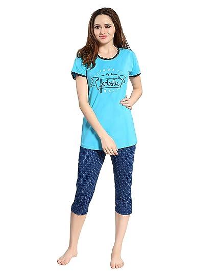 6b61d5fcd1 AV2 Women Cotton Top   Capri Set 2104  Amazon.in  Clothing   Accessories