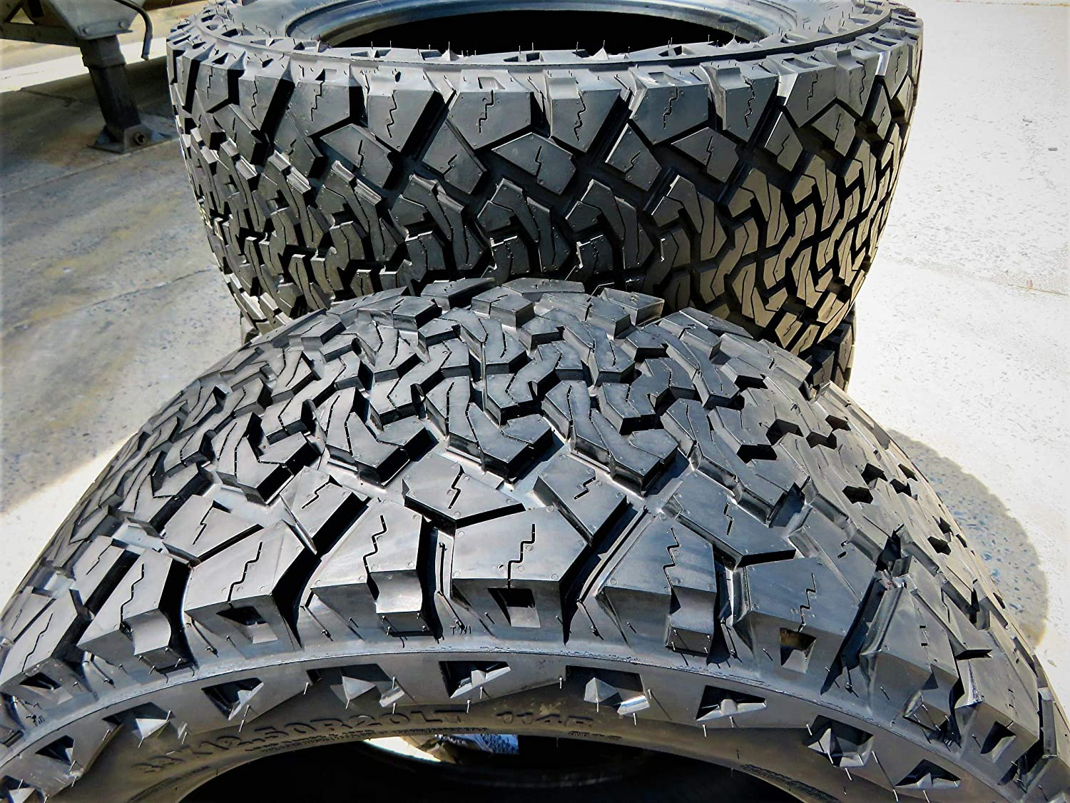 Venom Power Terra Hunter X//T All-Terrain Radial Tire-LT275//60R20 123//120R LRE 10-Ply