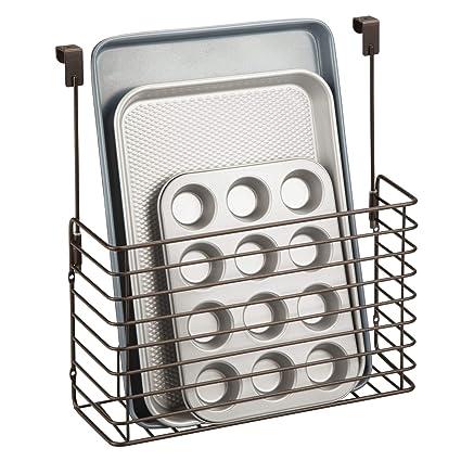 mDesign Estante para cocina - Práctica repisa colgante - Balda metálica para colgar en la puerta del armario - Para guardar tablas de cortar, moldes, ...