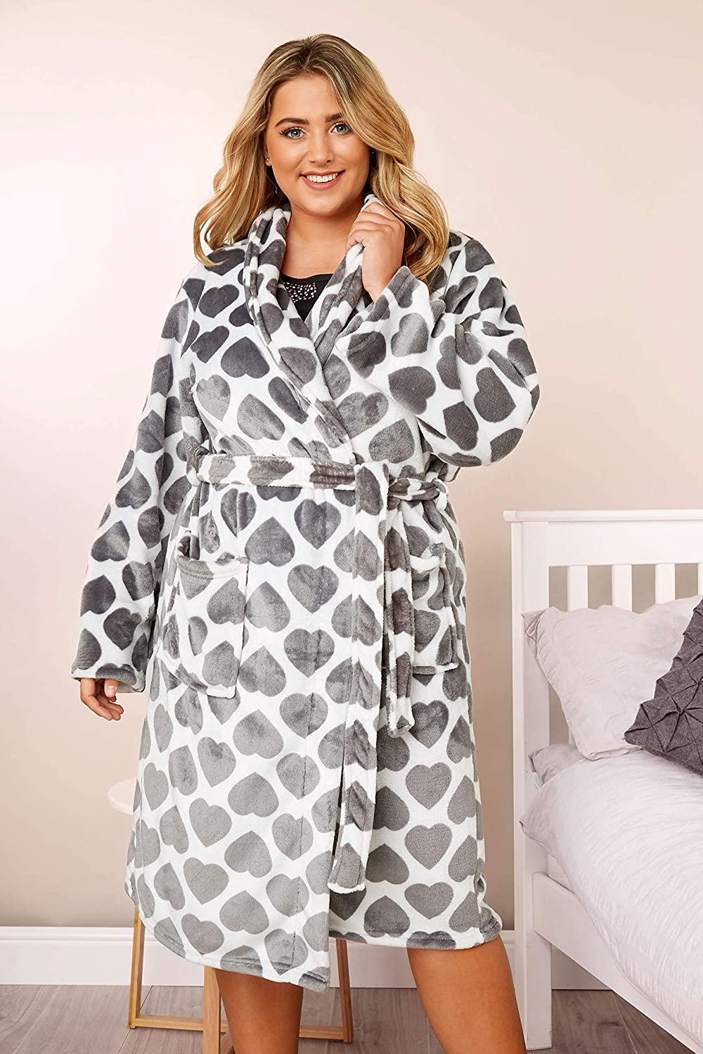 Yours Clothing Womens Plus Size Heart Shawl Dressing Gown
