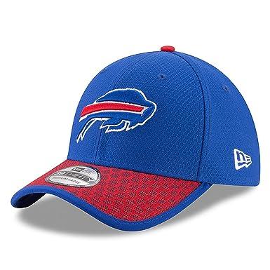 3d0674e4075 Amazon.com  New Era Men s Buffalo Bills 2017 Official NFL Sideline 3930  Cap  Clothing