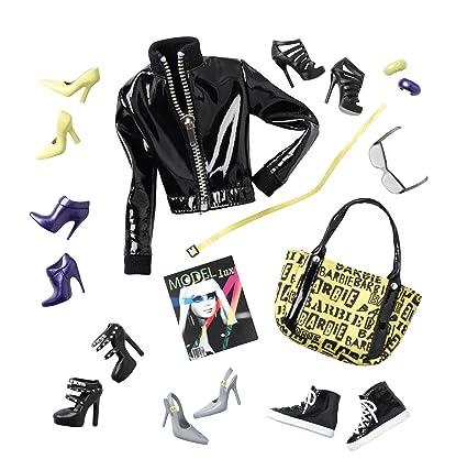 cb13d71921 Amazon.com  Barbie Collector Basics Accessory Pack Look  01 ...
