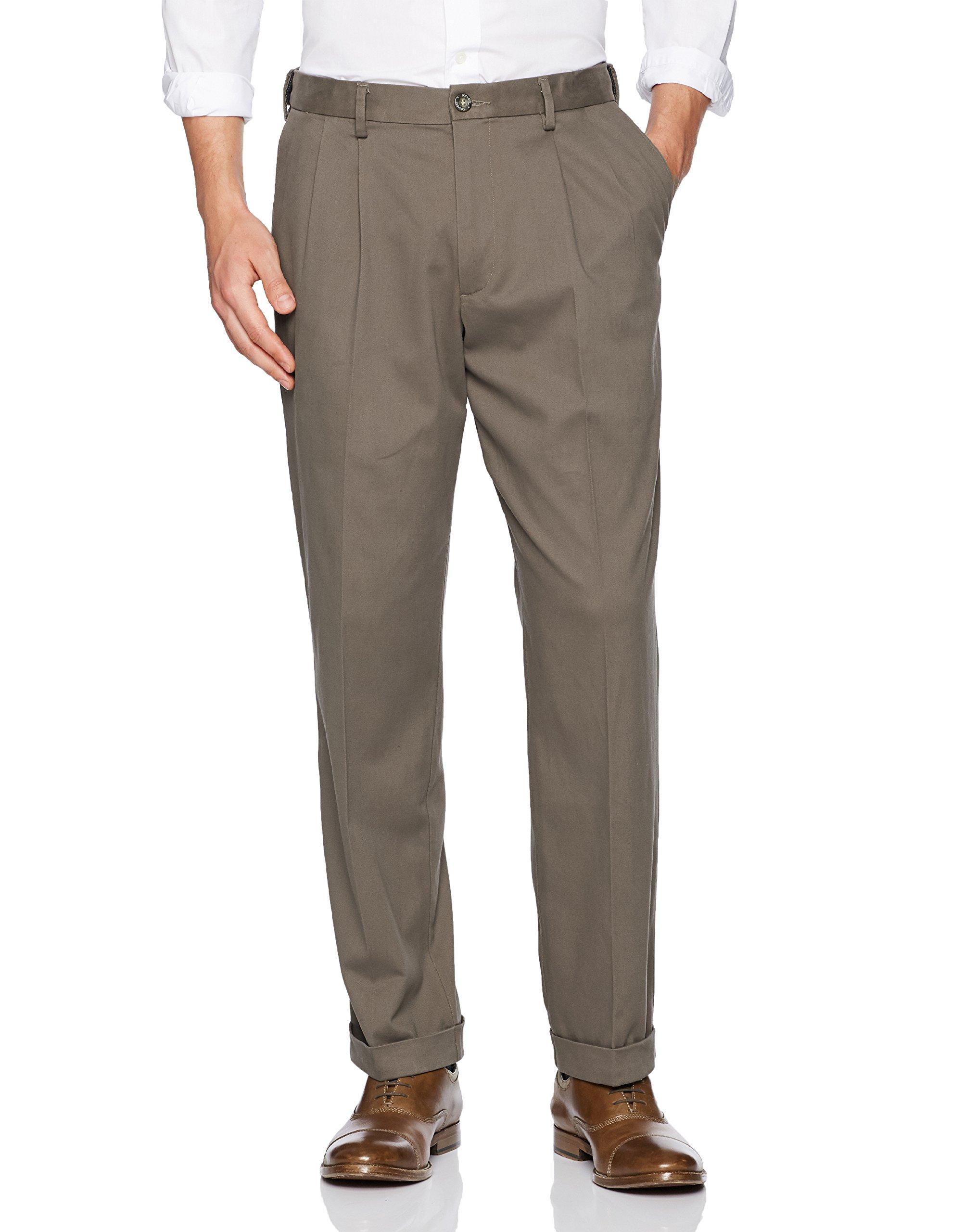 Dockers Men's Relaxed Fit Comfort Khaki Pleated Pants D4