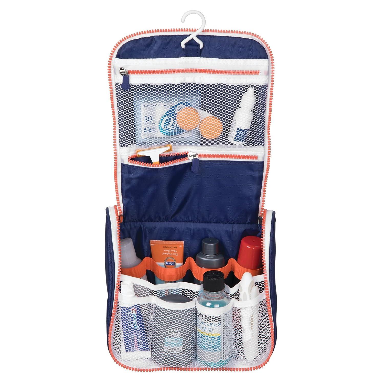 mDesign Beauty case da viaggio – Borsa da toilette da appendere in poliestere e plastica – Organizer con cerniera e molte tasche per viaggiare comodi – Blu navy/bianco/arancione MetroDecor