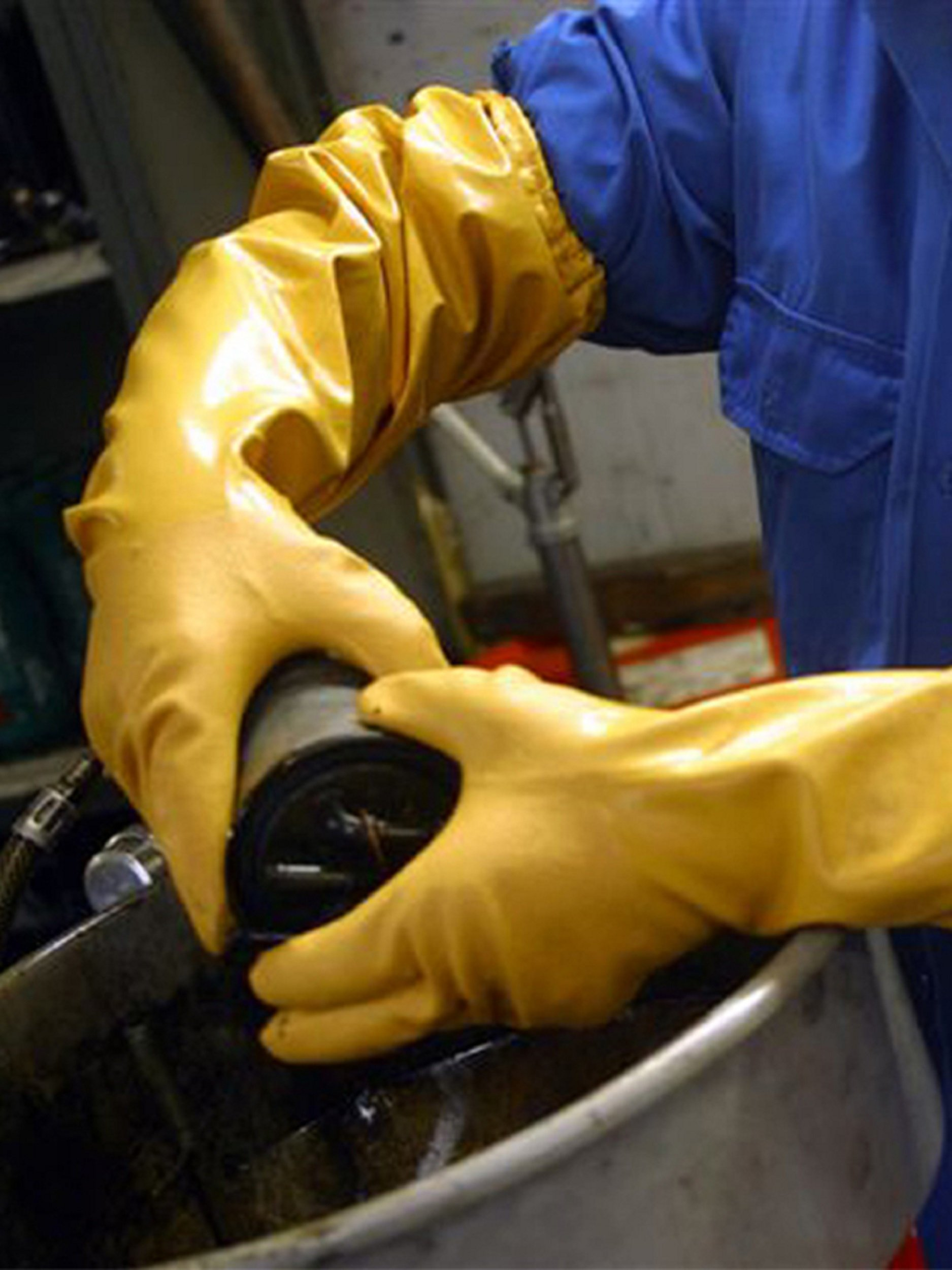 (2 Pair) Showa Atlas 772 Nitrile Elbow Length Chemical Resistant Gloves, 26'', Yellow (Extra Large) by Atlas (Image #4)