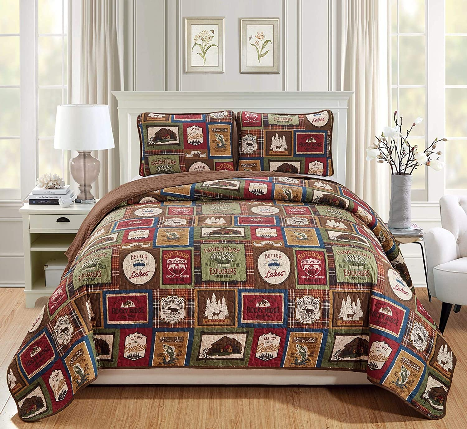 Lakehouse Quilt Bedding Set with Plaid Patterns and Outdoor Destination Signs Quilted Bedspread (Lodge) (King - Cal-King)