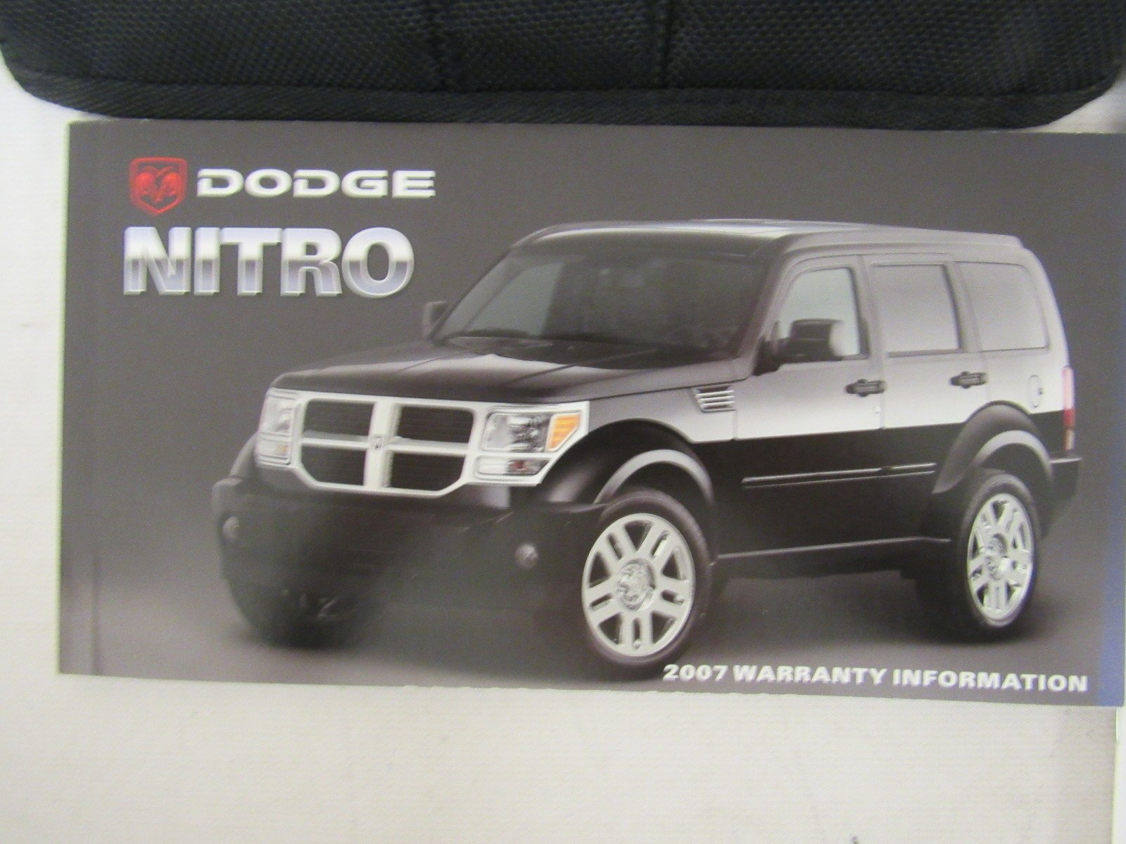 2007 dodge nitro owners manual guide book amazon com books rh amazon com 2007 Dodge Nitro Owner's Manual dodge nitro owner's manual 2011