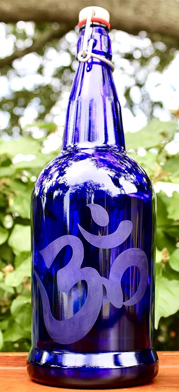 26e846da443c Amazon.com: 32oz. Om Etched Blue Cobalt Glass Bottle With Swing-Top ...