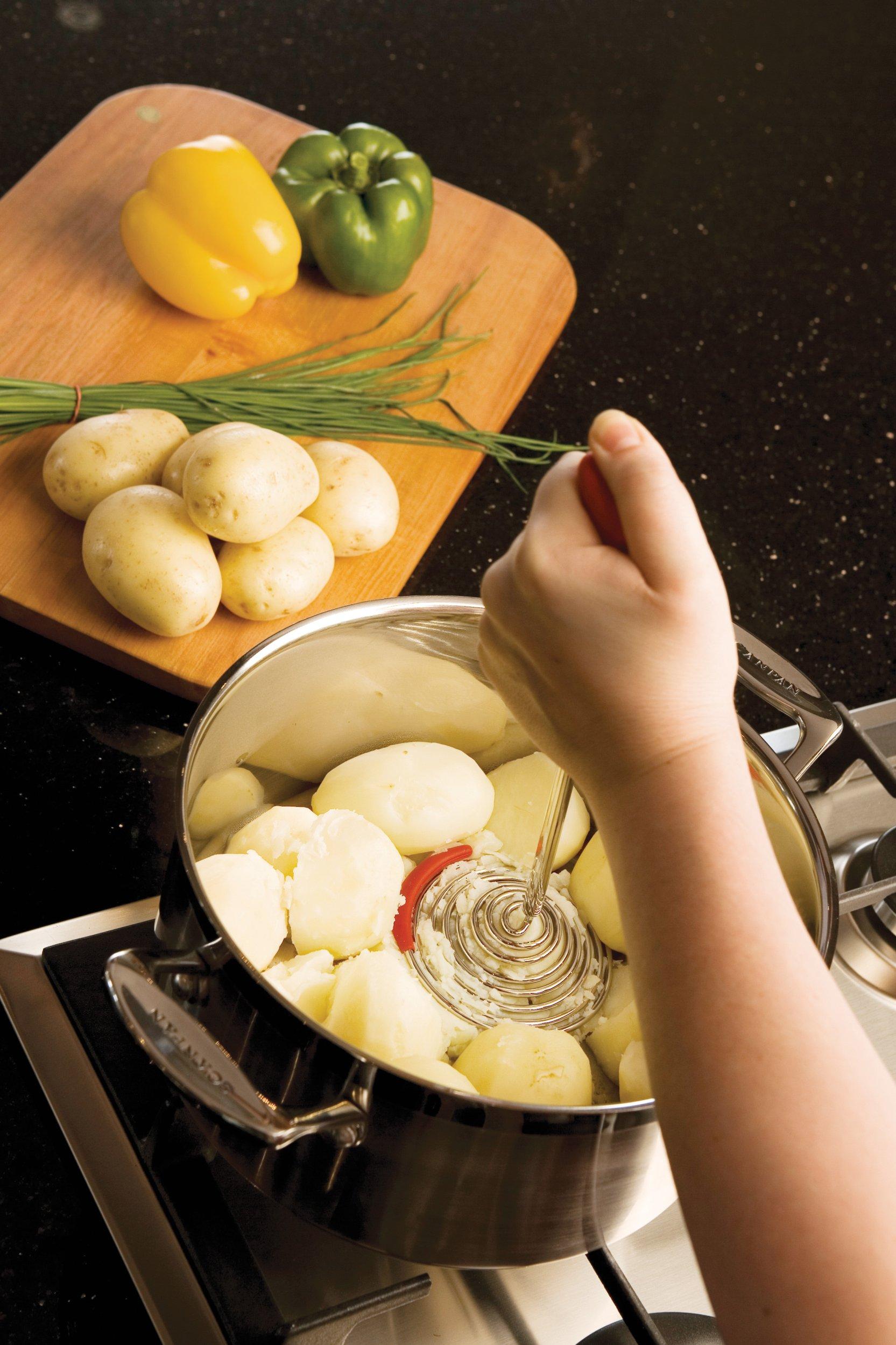 Dreamfarm Smood - One-Press Spring Coil Potato Masher with Silicone Pot Scraper (Green)