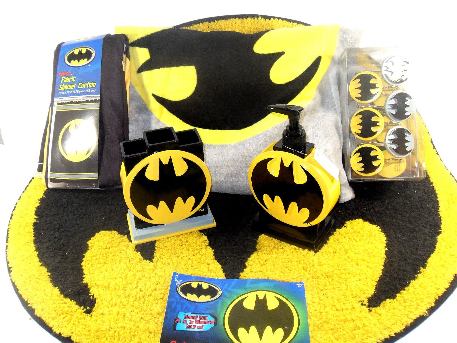 Batman Bathroom Set, Shower Curtain, Hooks, Bath Rug, Bath Towel, Pump Lotion, Toothbrush Holder by Batman (Image #1)