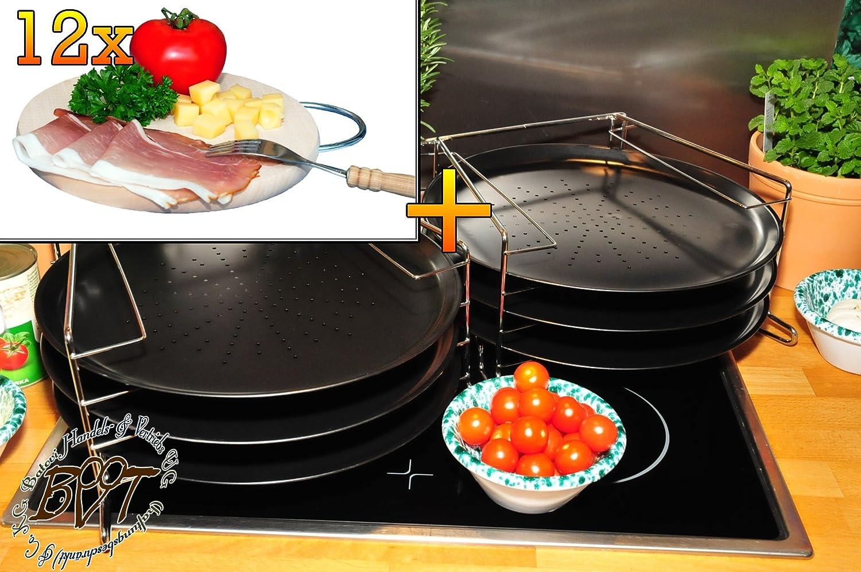 6 Stk. rundes Pizzablech mit gelochtem Boden + 2x 4 stufiger Edelstahl-Pizzablechhalter, TRADITIONELL, ca. 33 cm x 1 mm & 12 mal Hochwertiges, dickes ca. 16 mm Buche-Picknick Grill-Holzbrett natur mit Metallhenkel, Maße rund ca. 25 cm Durchmesser als Bruschetta-Servierbrett, NEU Massive Schneidebretter, Frühstücksbretter, Brotzeitbretter, Steakteller schinkenbrett rustikal