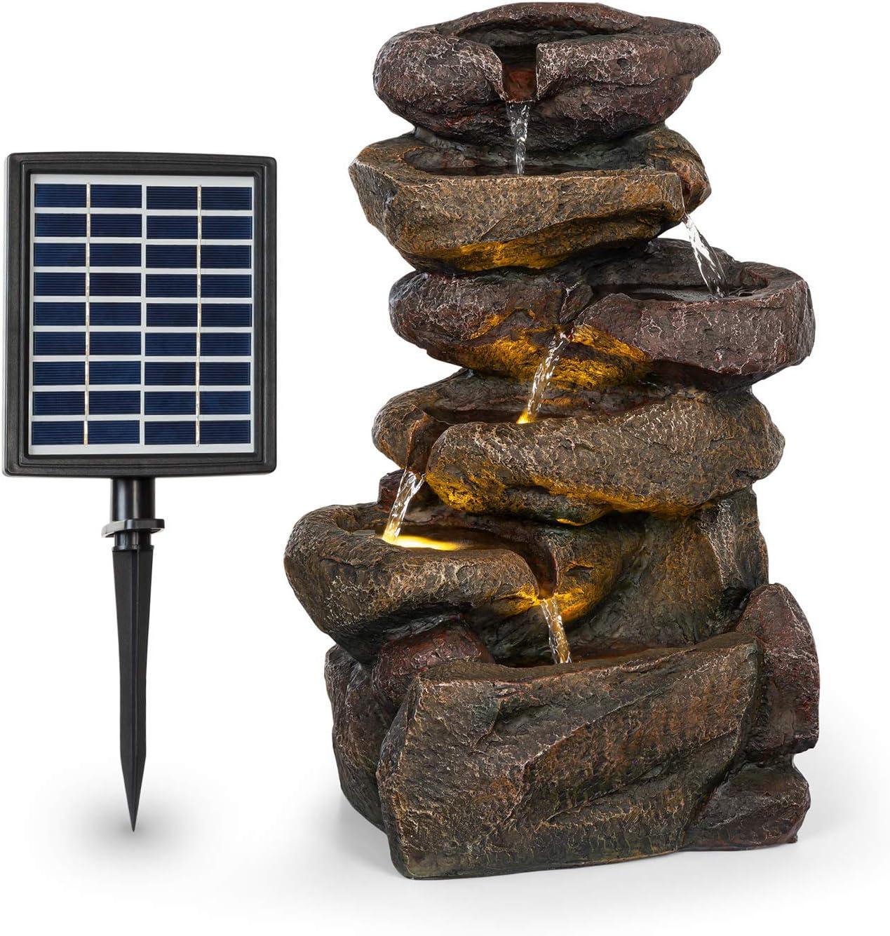blumfeldt Savona Fuente Solar - Energía Solar, 2,8 Vatios, Batería de Iones de Litio, 5 Horas de Funcionamiento, Iluminación LED, Poliresina, Circuito Cerrado, Resistente a heladas, Aspecto Piedra