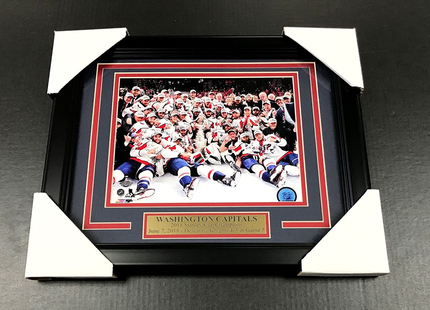48f3ee981 WASHINGTON CAPITALS TEAM PHOTO 8X10 FRAMED  2 2018 STANLEY CUP CHAMPIONS at  Amazon s Sports Collectibles Store
